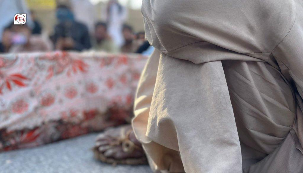 جانبحق بچوں کے داد سردو بلوچ کے جوتے